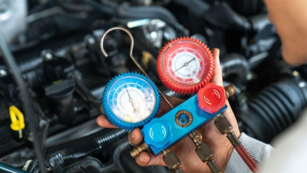 cara mengatasi aircond kereta berbau Periksa gas aircond secara berkala